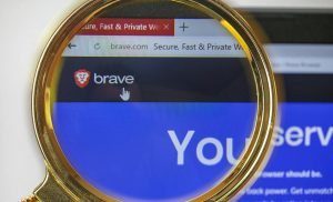 Peramban Privasi Berani Tertangkap Secara Otomatis Menambahkan Tautan Afiliasi ke URL Cryptocurrency