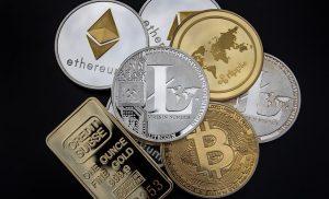 Penjahat masih lebih suka uang tunai daripada cryptocurrency saat mencuci uang, kata laporan SWIFT